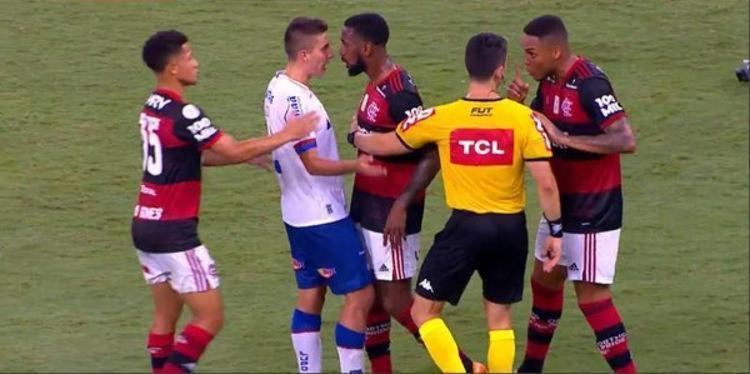 Meia do Bahia foi acusado de racismo por volante do Flamengo - Foto: Reprodução   Premiere