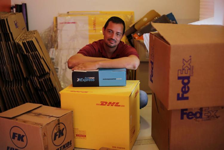Vinícius diz que Pra Já Envios faz a ligação entre lojistas e consumidores   Foto: Raul Spinassé   Ag. A TARDE - Foto: Raul Spinassé   Ag. A TARDE