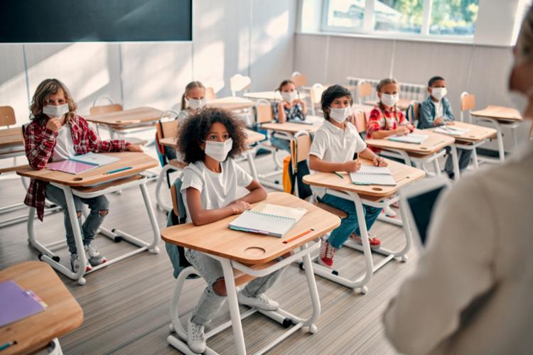 Modelo híbrido começa a valer em fevereiro em algumas escolas particulares. - Foto: Da Redação