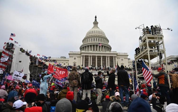 Os parlamentares acusam Trump de incitar a violência contra o governo dos EUA na invasão do Capitólio - Foto: Brendan Smialowski | AFP