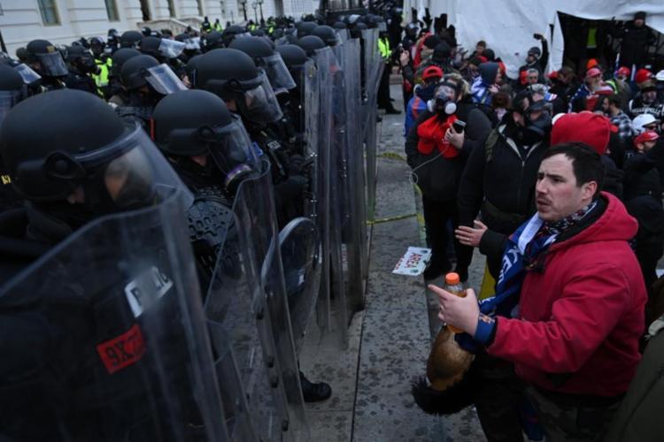 A medida acontece em meio ao temor de novos episódios de violência em Washington após a invasão do Capitólio - Foto: Adrew Caballero-Reynolds | AFP