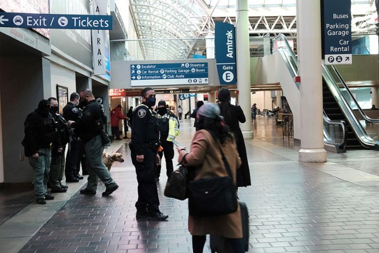 A exigência de um exame já tinha sido ordenada pelo governo anterior, mas o isolamento era apenas uma recomendação   Foto: Spencer Platt   AFP - Foto: Spencer Platt   AFP