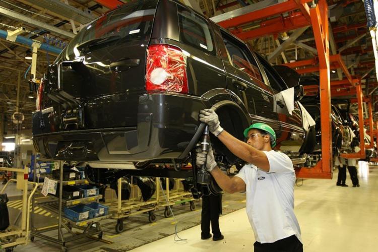 Fim das atividades de fabricação de veículos no Brasil pode gerar prejuízos ao setor industrial   Foto: Carlos Casaes   Ag. A TARDE - Foto: Carlos Casaes   Ag. A TARDE   17.3.2009