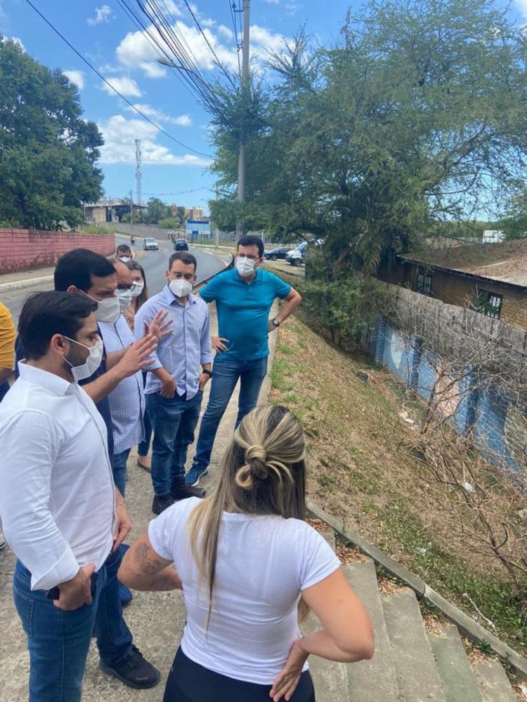 O secretário da Saúde, Leo Prates, visitou o local com a vereadora Marcelle Moraes (DEM) | Foto: Divulgação - Foto: Divulgação