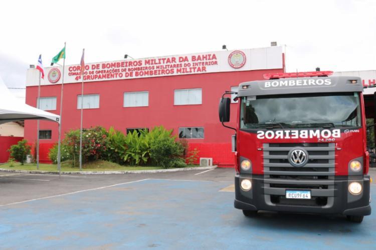 Equipes do Corpo de Bombeiros se deslocaram para o local com o intuito de conter as chamas   Foto: Divulgação - Foto: Divulgação