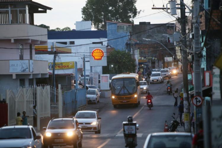 Ação criminosa foi registrada na avenida Ulysses Guimarães, em Sussuarana, na noite desta quinta-feira, 14 | Foto: Raphael Müller | Ag. A TARDE - Foto: Raphael Müller | Ag. A TARDE