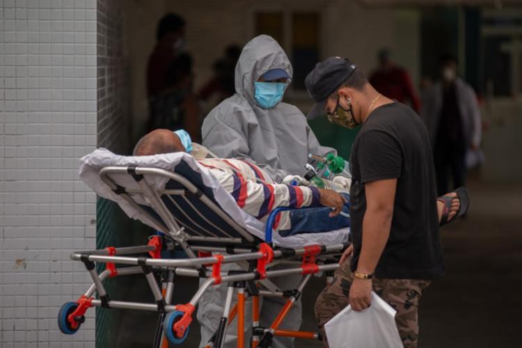 Durante o translado, uma equipe formada por sete profissionais de saúde se encarrega de garantir assistência aos pacientes | Foto: Arquivo | AFP - Foto: Arquivo | AFP