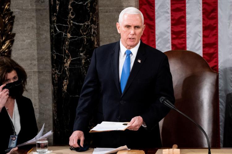 Mike Pence acaba de se pronunciar nas redes sociais pelo fim do protesto que acontece dentro do Congresso americano - Foto: AFP