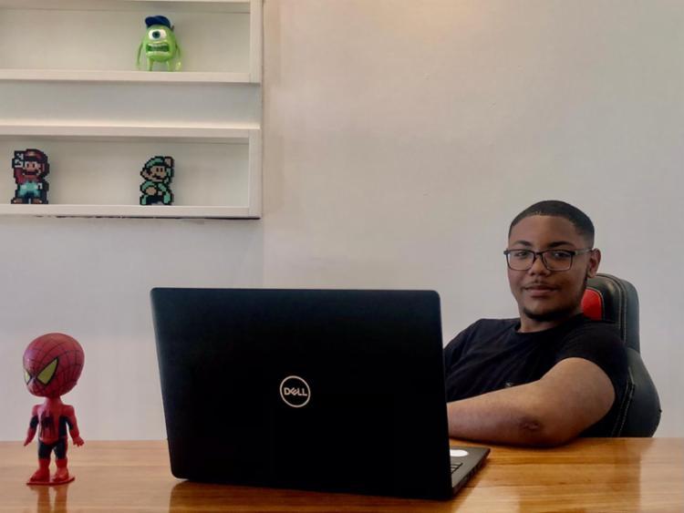 Após pouco mais de um ano trabalhando na sinaleira, Wendell realizou seu sonho e abriu a empresa Rocket Digital I Foto: Arquivo Pessoal - Foto: Arquivo Pessoal