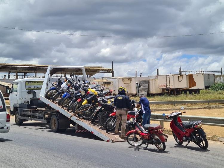 Durante a fiscalização, pelo menos 103 motocicletas foram apreendidas   Foto: Divulgação   PRF - Foto: Divulgação   PRF