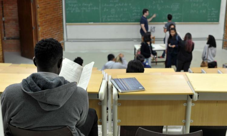 Instituições particulares de ensino superior que participam do programa oferecerão 162.022 bolsas de estudo - Foto: Marcello Casal Jr./Agência Brasil