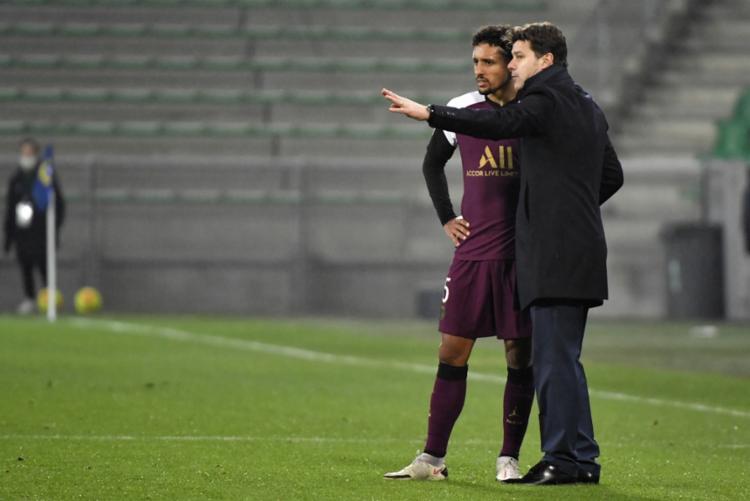 Sem poder contar com Neymar, Pochettino pôde constatar que tem muito trabalho pela frente, principalmente na defesa   Foto: Philippe Desmazes   AFP - Foto: Philippe Desmazes   AFP
