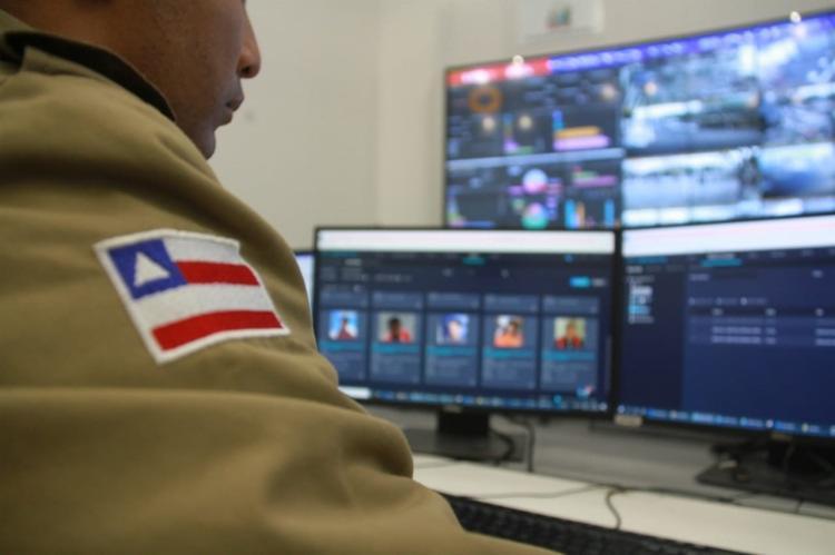 O homem passou por um ponto monitorado e o sistema indicou 97% de semelhança com um foragido da Justiça | Foto: Vitor Barreto | SSP-BA - Foto: Vitor Barreto | SSP-BA