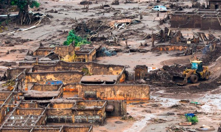 O auxílio emergencial mensal é uma das medidas previstas no termo de transição e ajustamento de conduta (TTAC) assinado após o rompimento da barragem da Samarco - Foto: Antonio Cruz / Agência Brasil