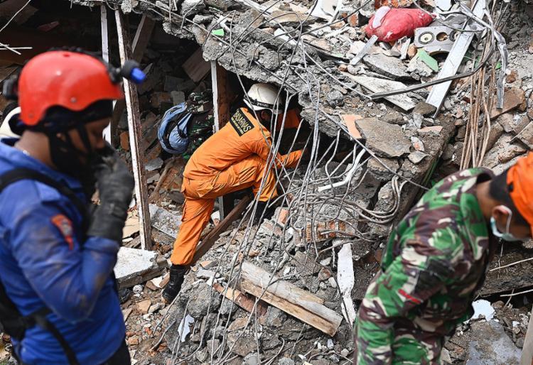Ao menos 46 pessoas morreram no tremor de magnitude 6,2, que aconteceu na madrugada de sexta-feira, 15 | Foto: Hariandi Hafid | AFP - Foto: Hariandi Hafid | AFP