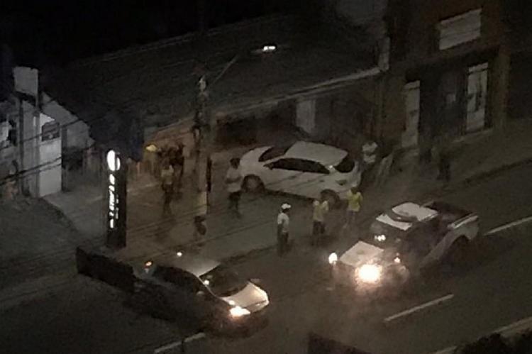 Dois homens armados chegaram ao estabelecimento comercial na madrugada deste domingo, 23, e anunciaram o assalto | Foto: Reprodução - Foto: Reprodução