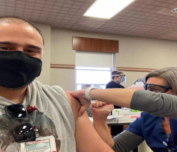Lenon Lacerda, 38, recebeu a vacina da Pfizer/BioNTech | Foto: Reprodução | Arquivo Pessoal