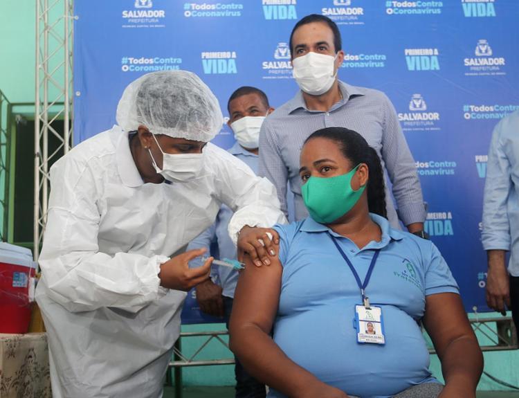 O número aponta a necessidade de vacinar até alcançar os 80%, percentual razoável para supor a superação da pandemia | Foto: - Foto: Olga Leiria | Ag. A TARDE | 21.1.21