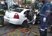 Árvore cai, atinge carro e deixa três pessoas feridas na Cidade Baixa | Foto: Divulgação I Corpo de Bombeiros da Bahia