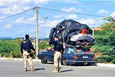 Carro é flagrado com carga irregular no teto em Paulo Afonso