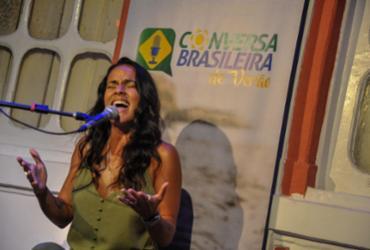 Ju Moraes leva samba, descontração e música inédita ao Conversa Brasileira de Verão | Felipe Iruatã | Ag. A TARDE