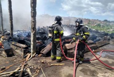 Incêndio atinge fábrica de paletes em Valéria | Divulgação | CBM