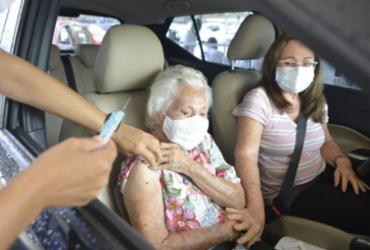 Drive-Thru da Ondina é aberto para vacinação de idosos | Shirley Stolze | Ag. A TARDE