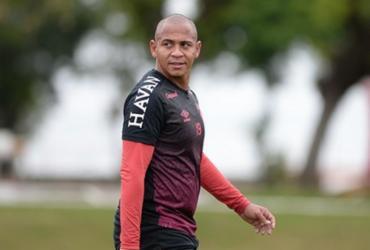 Atacante Walter entrega acerto com o Vitória nas redes sociais   Fabio Wosniak / CAP