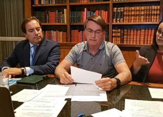 Bolsonaro: auxílio deve voltar em março, com parcelas de R$ 250   Divulgação