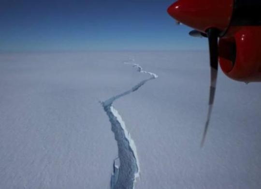 Grande iceberg se desprende na Antártica perto de estação britânica | Divulgação