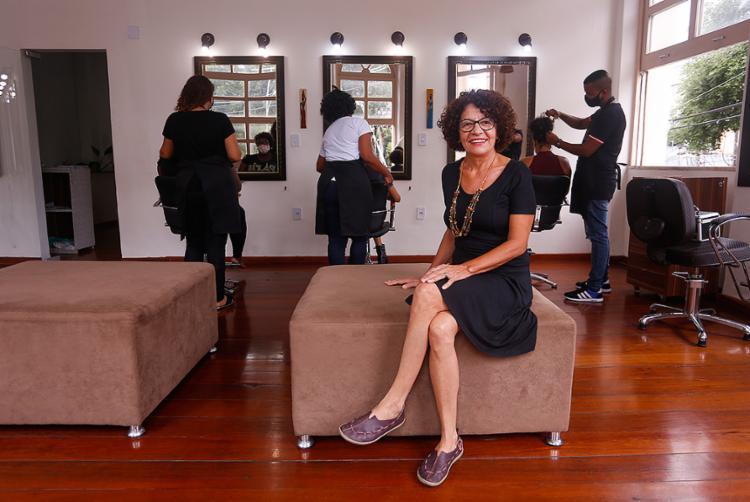 Soraia Coelho é dona do estúdio de beleza Ateliê dos Cachos | Foto: Olga Leiria | Ag. A TARDE