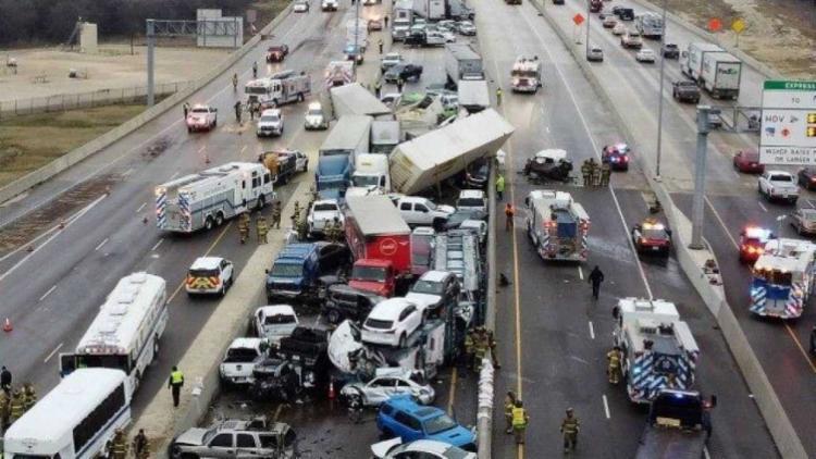 Ao todo, cerca de 130 veículos no total terminaram envolvidos no engavetamento | Foto: Reprodução | Twitter - Foto: Reprodução | Twitter