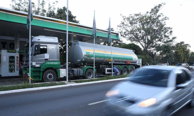 A debandada dos investidores acontece depois de uma série de falas do presidente Jair Bolsonaro sobre mudanças na precificação dos combustíveis I Foto: Agência Brasil - Foto: Agência Brasil
