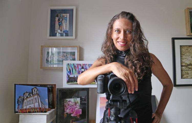 Aline é formada em jornalismo desde 2004 e dividiu a sua carreira profissional entre jornalismo e fotografia até 2011 | Foto: Divulgação - Foto: Divulgação