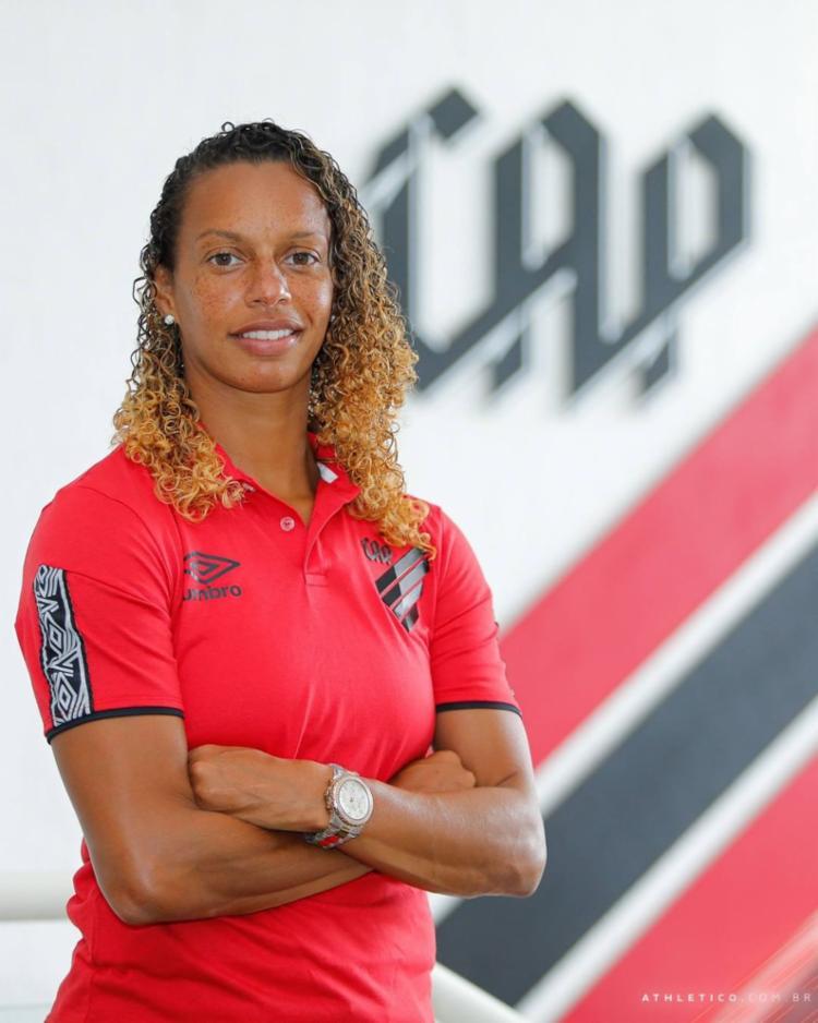 Vice-campeã mundial em 2007 anunciou aposentadoria na última sexta   Foto: Divulgação   Athletico PR - Foto: Divulgação   Athletico PR
