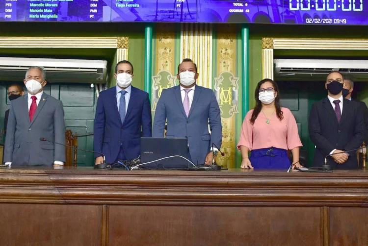 Prefeito esteve ao lado do presidente da Câmara, Geraldo Júnior, para o início dos trabalhos da nova legislatura - Foto: Reginaldo Ipê / CMS