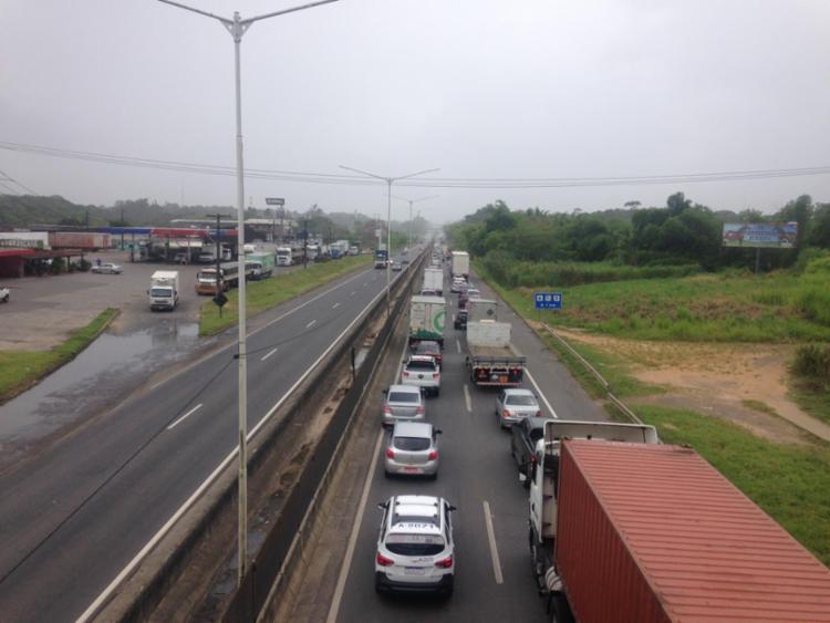 Mobilização da categoria deixou o trânsito lento na BR-324   Foto: Olga Leiria - Foto: Olga Leiria