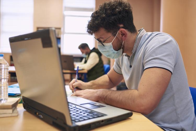 Alguns dos cursos ofertados possuem legenda em português; confira como cursar - Foto: Divulgação