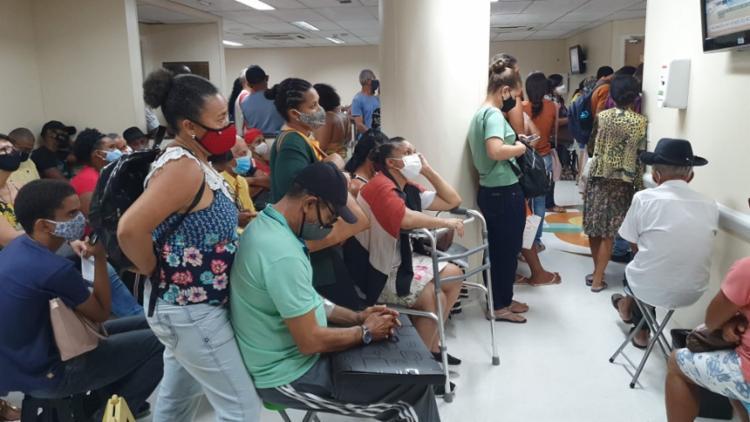 Leitor de A TARDE registou a aglomeração na unidade de saúde - Foto: Reprodução | Leitor A TARDE