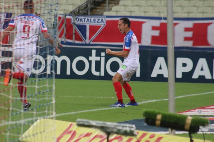O camisa 10 marcou três gols e ainda sofreu o pênalti convertido por Rossi   Fotos: Felipe Santana   EC Bahia - Foto: Felipe Santana   EC Bahia