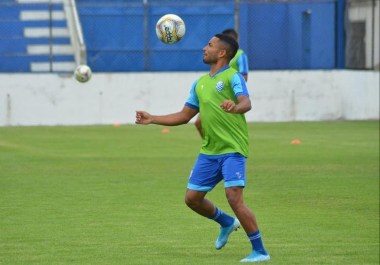 O lateral Cedric esteva emprestado ao CSA e se torna uma das opções do Vitória para 2021   Foto: Augusto Oliveira   CSA - Foto: Augusto Oliveira   CSA
