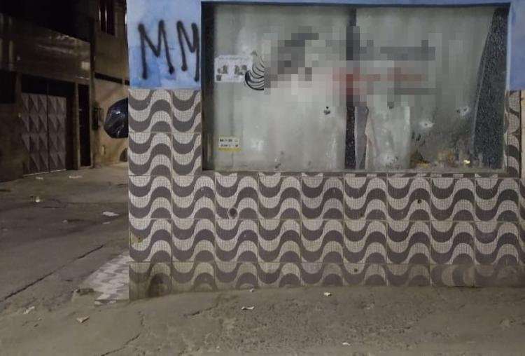 Marcas dos tiros estampam imóveis do bairro | Foto: Reprodução | Cidadão Repórter - Foto: Reprodução | Cidadão Repórter