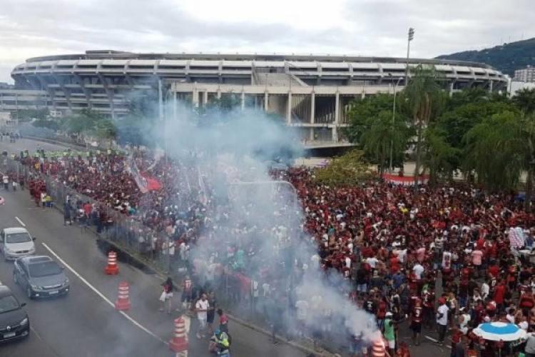 Grupo aguardava o time do Flamengo que joga contra o Internacional - Foto: Reprodução | Twitter