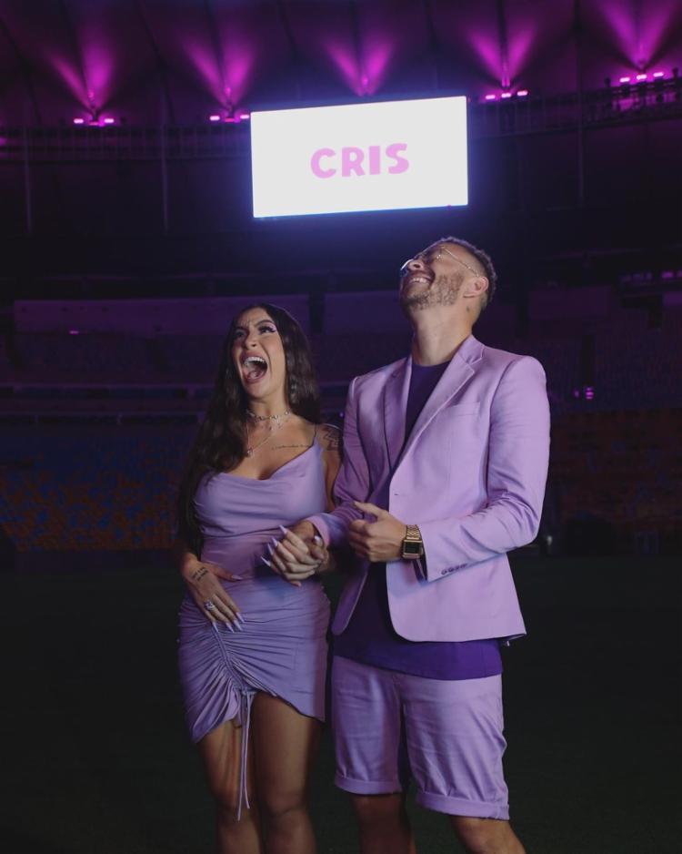 Em evento no Maracanã, o casal utilizou a cor roxa para a descoberta do sexo do primeiro filho   Foto: Reprodução   Redes Sociais - Foto: Reprodução   Redes Sociais