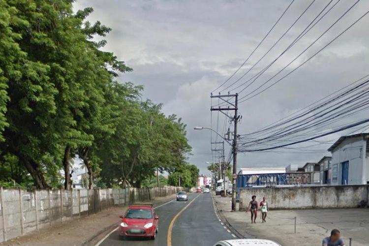 As duas motos colidiram de frente, na avenida Aliomar Baleeiro, no bairro de Pau da Lima | Foto: Reprodução | Google Street View - Foto: Reprodução | Google Street View