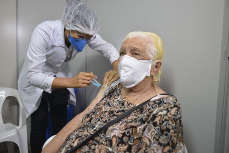 Secretário de Saúde atribui à vacinação a redução de óbitos em faixas etárias mais avançadas / Foto: Shirley Stolze | Ag. A TARDE - Foto: Shirley Stolze | Ag. A TARDE