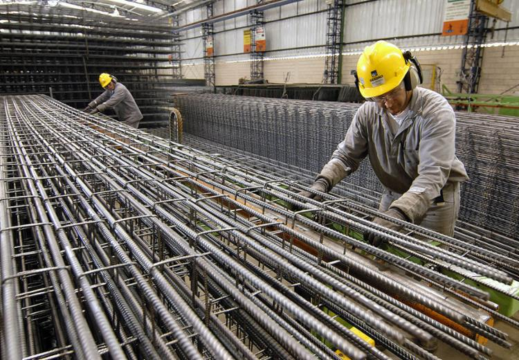 O rendimento médio pago aos trabalhadores da indústria recuou 3,4%   Foto: Divulgação - Foto: Divulgação