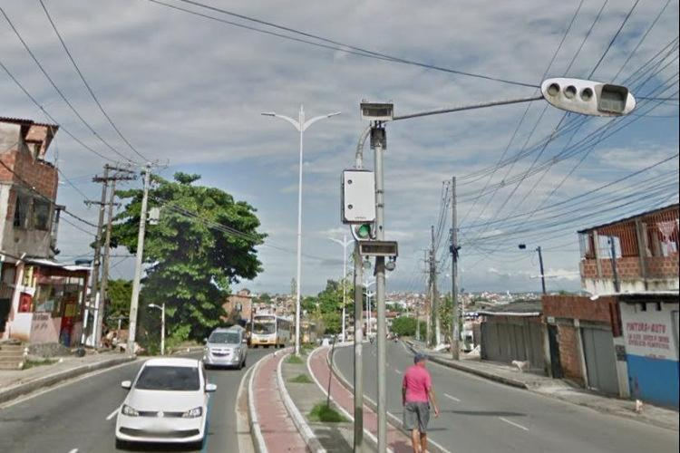 O incidente foi registrado por volta das 5h, na avenida Suburbana, nas proximidades de Escada   Foto: Reprodução   Google Street View - Foto: Reprodução   Google Street View