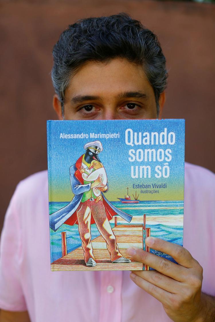 Com ilustrações de Esteban Vivaldi, livro foi lançado neste domingo no YouTube | Foto: Rafael Martins | Ag. A TARDE - Foto: Rafael Martins | Ag. A TARDE