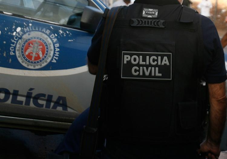 Homem foi conduzido para a DT/Paulo Afonso por estar sem documentos | Foto: Joá Souza | Ag. A TARDE | 2.3.2016 - Foto: Joá Souza | Ag. A TARDE | 2.3.2016